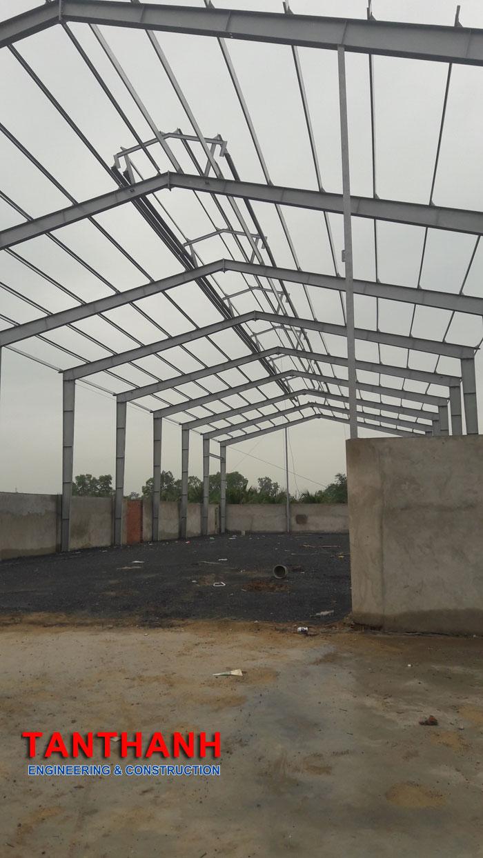 Lắp dựng khung kèo nhà xưởng kênh 10 xã tân nhật huyện bình chánh 2